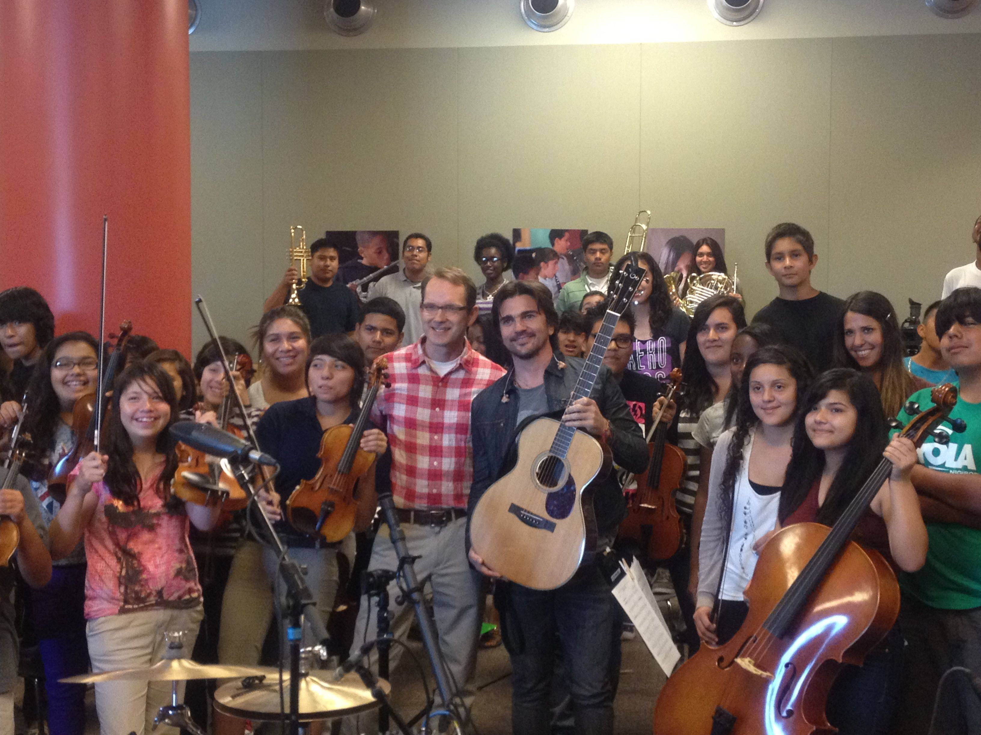 juanes makes a joyful noise with the youth orchestra los angeles